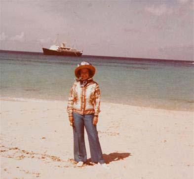 تصویر کودکی ملکه الیزابت در ساحل دریا