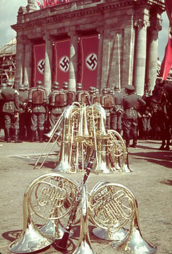 تصاویر تازه منتشر شده ایی از تولد پنجاه سالگی هیتلر