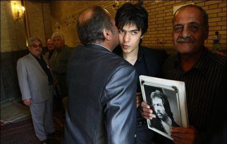 ژوبین قادری در مراسم یادبود پدرش ایرج قادری