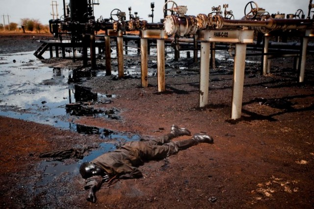 جسد مردی کشته شده در جنگ سودان