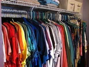 علت پوشیدن لباسهای رنگی در تابستان