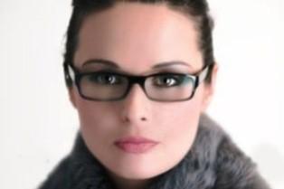 نیاز زنان به عینک زودتر از مردان