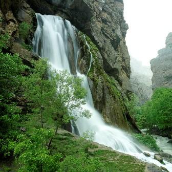 آبشار آب سفید