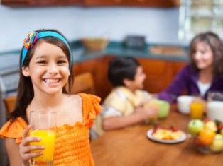 مصرف میوه وآبمیوه برای کودکان