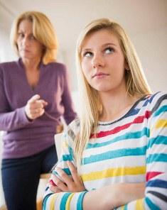 بررسی تأثیر رفتار والدین بر رشد شخصیت نوجوانان