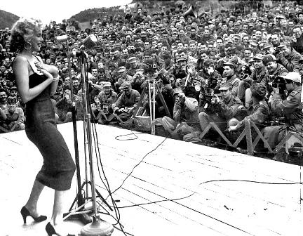 مرلین مونرو در جمع سربازان جنگ ویتنام