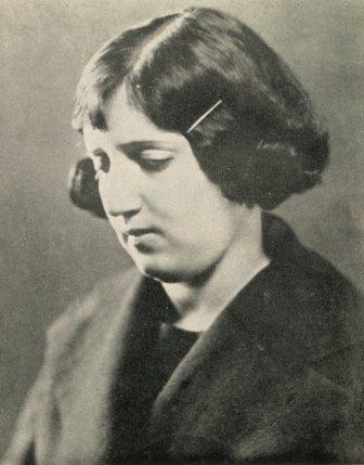 پروین اعتصامی در سن بیست و نه سالگی