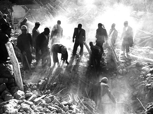 آواربرداری در زلزله بوئین زهرا