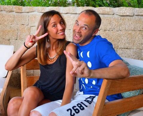 اینیستا به همراه همسرش آنا اورتیز