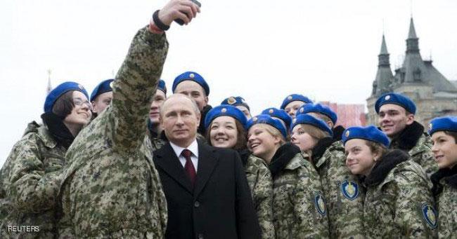 عکس سلفی پوتین و نظامیان زن روسی