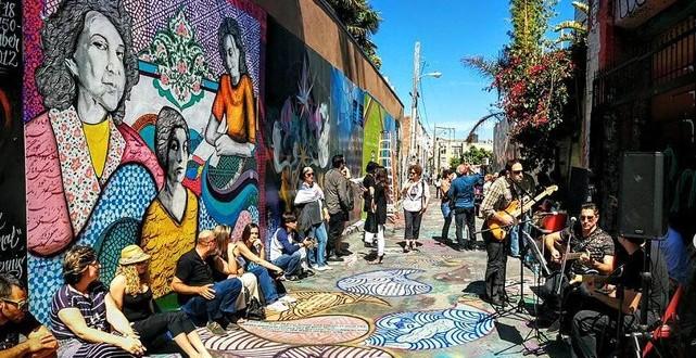 نقاشی دیواری شقایق سیروس در شهر سانفرانسیسکو از سه ادیب و شاعر زن ایرانی
