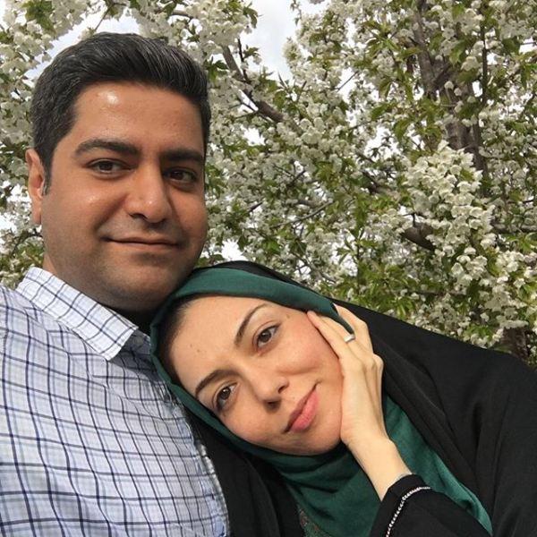 سلفی عاشقانه آزاده نامداری و همسرش در میان شکوفه های بهاری