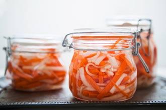 ترشی هویج و ترب سفید
