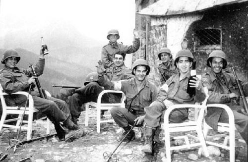 تصاویری از عیش و نوش سربازان امریکایی در ویلای هیتلر