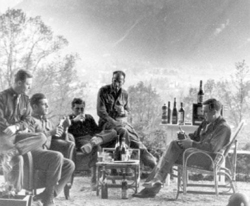 عیش و نوش سربازان امریکایی در ویلای هیتلر