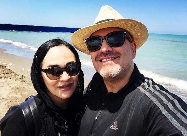 سلفی رویا نونهالی و همسرش در کنار دریا