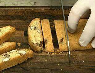 نان سوخاری بادامی