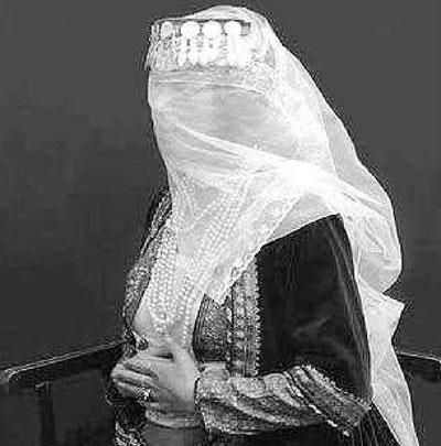 روایت تاج السلطنه دختر ناصرالدین شاه از آغاز زندگی زناشویی یک شاهزاده