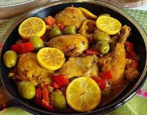 خوراک مرغ و لیمو همراه با زیتون