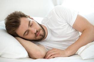 ۶ عارضه روانی ناشی از خواب زیاد