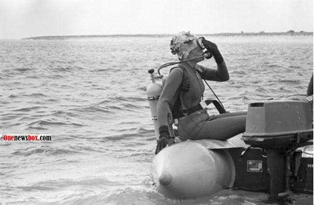 فرح دیبا در حال غواصی در جزیره کیش