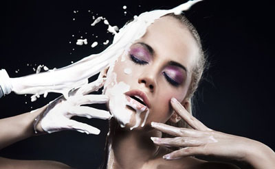 خواص شیر روی پوست