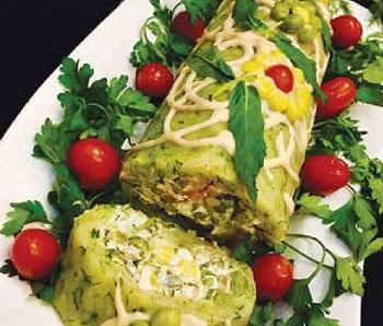رولت سیب زمینی و مرغ و سبزیجات