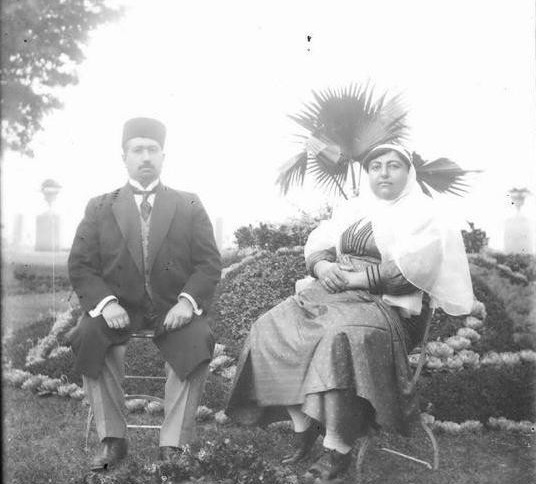 محمدعلی شاه و همسرش ملکه جهان